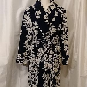 Beautiful textured robe size large